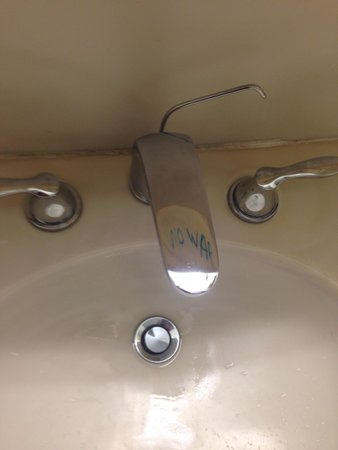 Pacific Heights Inn: Freaky backwards writing reflected on tap