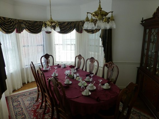 Pacific Victorian Bed and Breakfast: Dining area