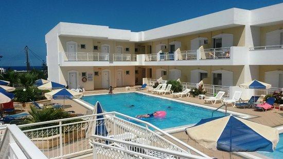 Lavris Hotel Bungalows: La piscine
