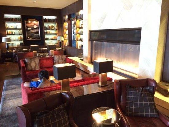 Omni Nashville Hotel: Lobby sitting area