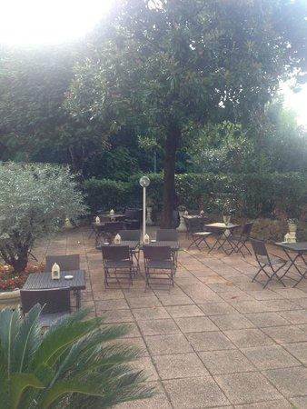 Byron Hotel : Nice garden