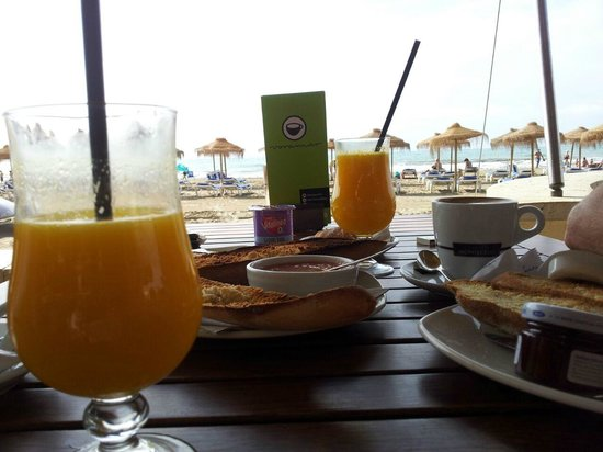 Voramar Restaurante: Súper desayuno frente al mar