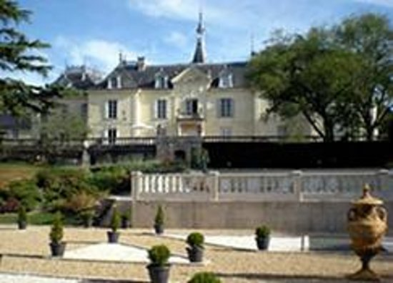 Chateau des Sablons : Gardens have seating for sundowners