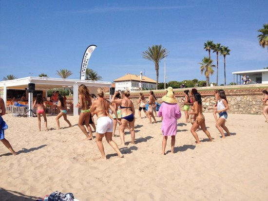 Xiringuito La Barra: Zumba@ beach every Sunday from May to the end of September