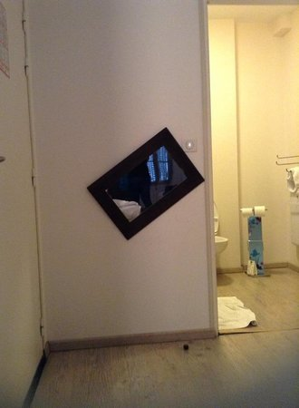 Hotel Le Magellan: Well hung mirror covering a hole in the wall