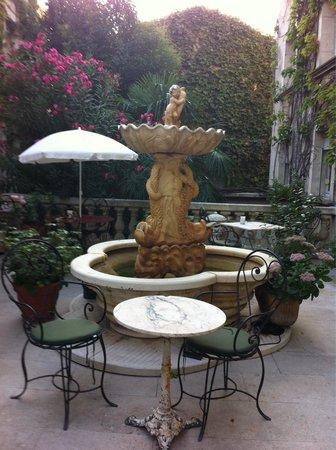 HOTEL DU PARC : Il cortile interno