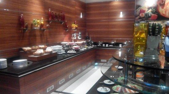 Four Points by Sheraton Downtown Dubai : Restaurant
