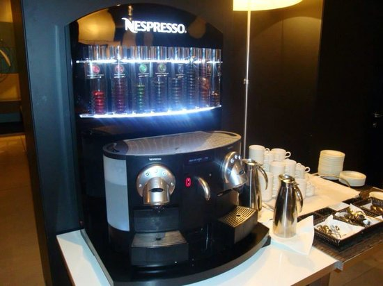 AC Hotel Alicante: Plenty of coffee at breakfast