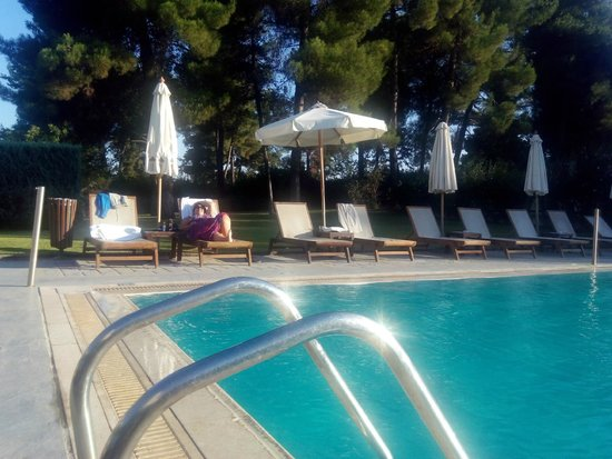 Larissa Imperial: Pool