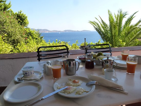 9 Muses Patmos: Breakfast in the balcony of the accommodation