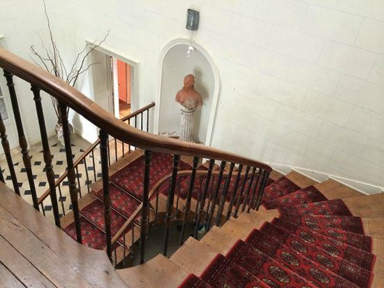 Château De La Marche : Staircase from my room to the ground level