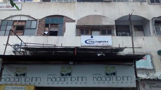 Kadamb Inn: Hotel building