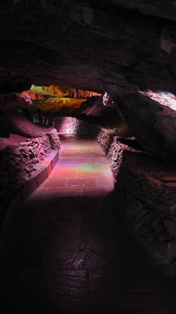 Poole's Cavern & Buxton Country Park: Poole's Cavern