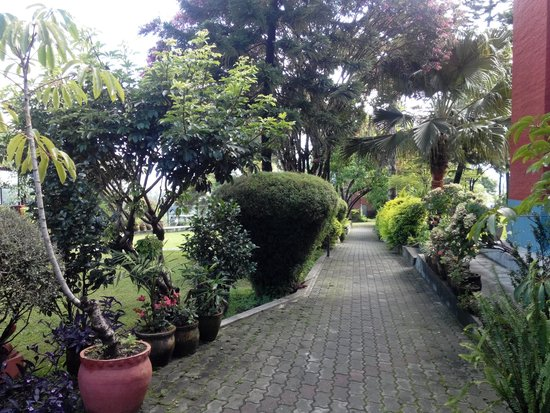 Bhaktapur Guest House : Garden passage