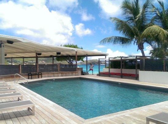 Hotel Taiwana: Pool area, with fun hotel staff
