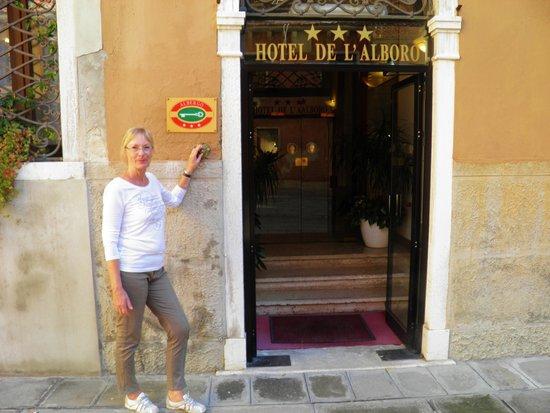 Hotel de l'Alboro: The entrance