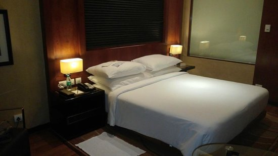 Movenpick Hotel & Spa Bangalore: Room
