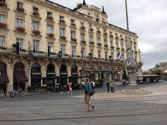 InterContinental Bordeaux Le Grand Hotel : sunday morning outside the hotel