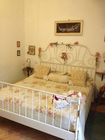Il Giglio d'Oro : Comfy bed in Villa.