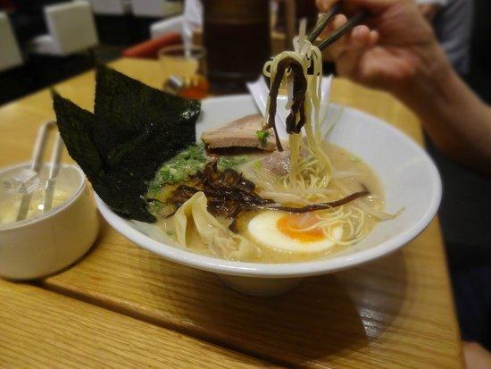 Hakata ippudo : Special Shiromaru Motoaji ramen
