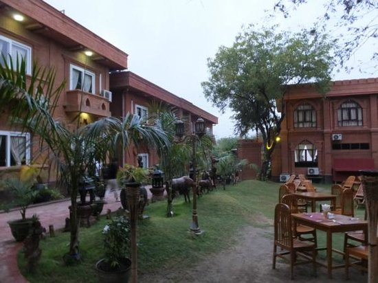 The Floral Breeze Hotel Bagan: Very nice outdoor breakfast area
