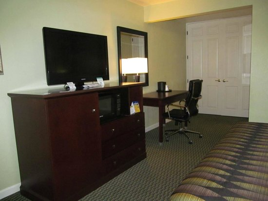Best Western Anderson Inn : tv and desk