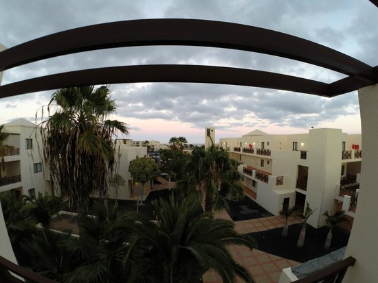 Vitalclass Lanzarote Sport & Wellness Resort: Balcony view over the central area