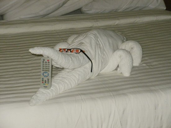 Sharm Cliff Resort: Our bed after cleaner had been in. How clever is that?