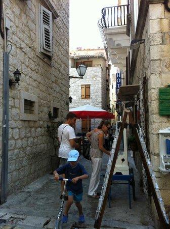 House Ivancic : на улицах Трогира