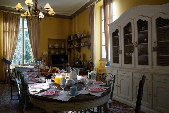 Chateau de Bessey-Les-Citeaux: Breakfast