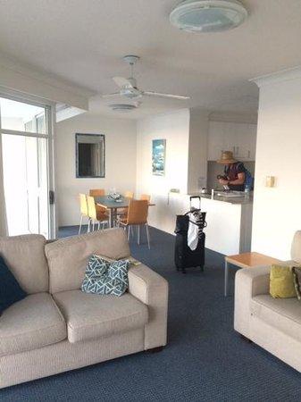 The Atrium Resort: spacious room