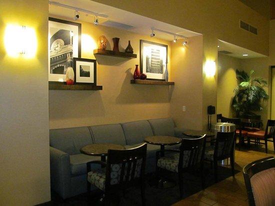 Hampton Inn & Suites Folsom : breakfast area