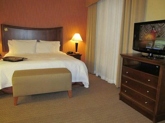 Hampton Inn & Suites Folsom: bed