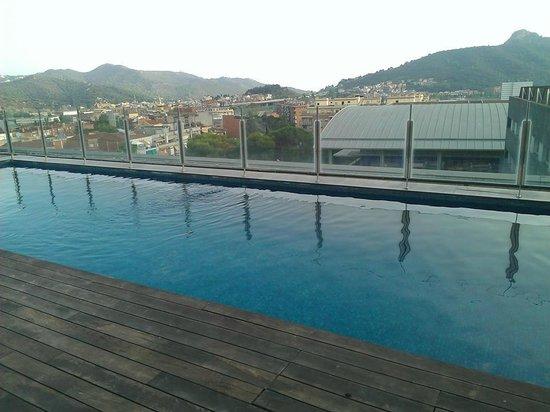 Sercotel Ciutat de Montcata: The rooftop pool