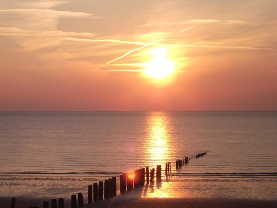 Beachside Holiday Park: beautiful sunset view from the caravan