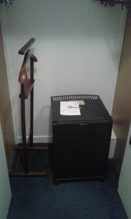 Chateau de Gilly: refrigérateur dans la chambre