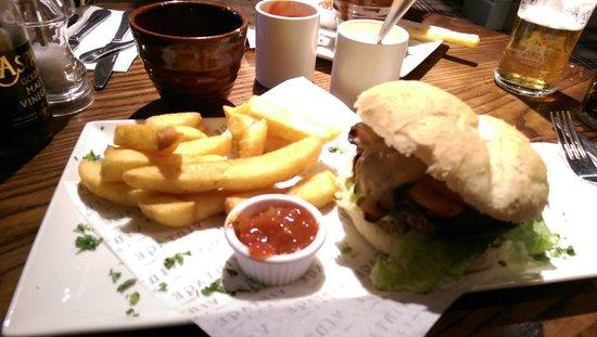 The Stretton Fox: Beef Burger