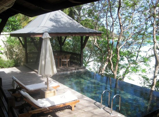Enchanted Island Resort : pool and cabana