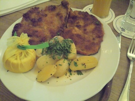 Andechser am Dom: Schnitzel..tasty but does not loog amazing