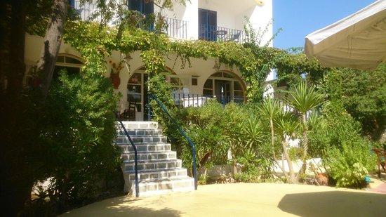 Alinda Hotel: voorzijde hotel