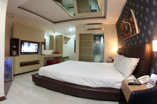 Room With Mirror On Ceiling Picture Of Antoni Hotel Jakarta