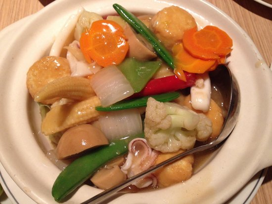 Madam Kwan, Mid Valley Megamall: Seafood with tofu in claypot... must try!