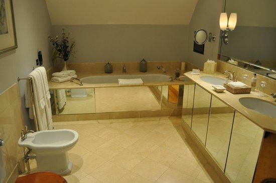 Belmond Le Manoir aux Quat'Saisons: Bathroom