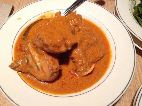 Madam Kwan's: Chicken curry... Don't miss this!