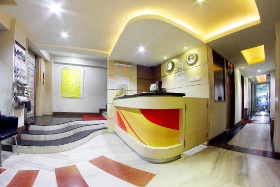 Antoni Hotel: Reception area