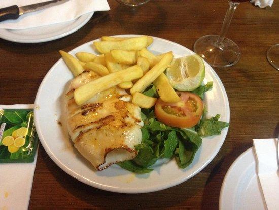 Avenida Restaurante: 1/2 porzione calamaro alla griglia, 6 €