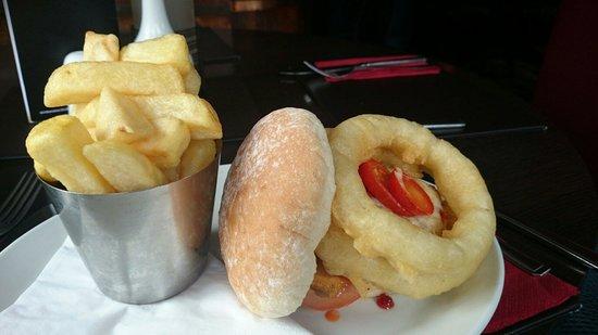 Sutherlands Restaurant: Burger