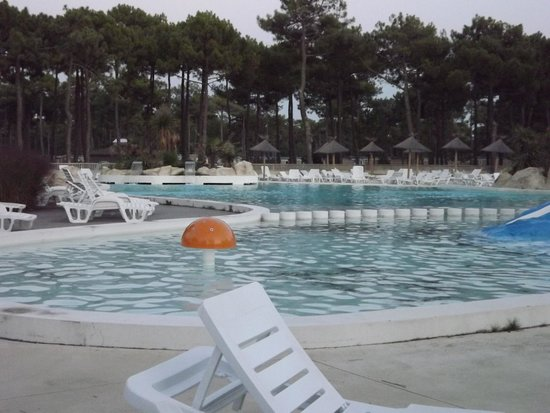 Piscine picture of camping atlantic club montalivet for Camping gironde avec piscine
