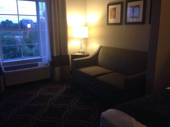 Comfort Suites: Sofa bed in suite