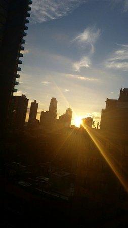 هيلتون جاردن إن تايمز سكوير: Lovely sunset view from our room
